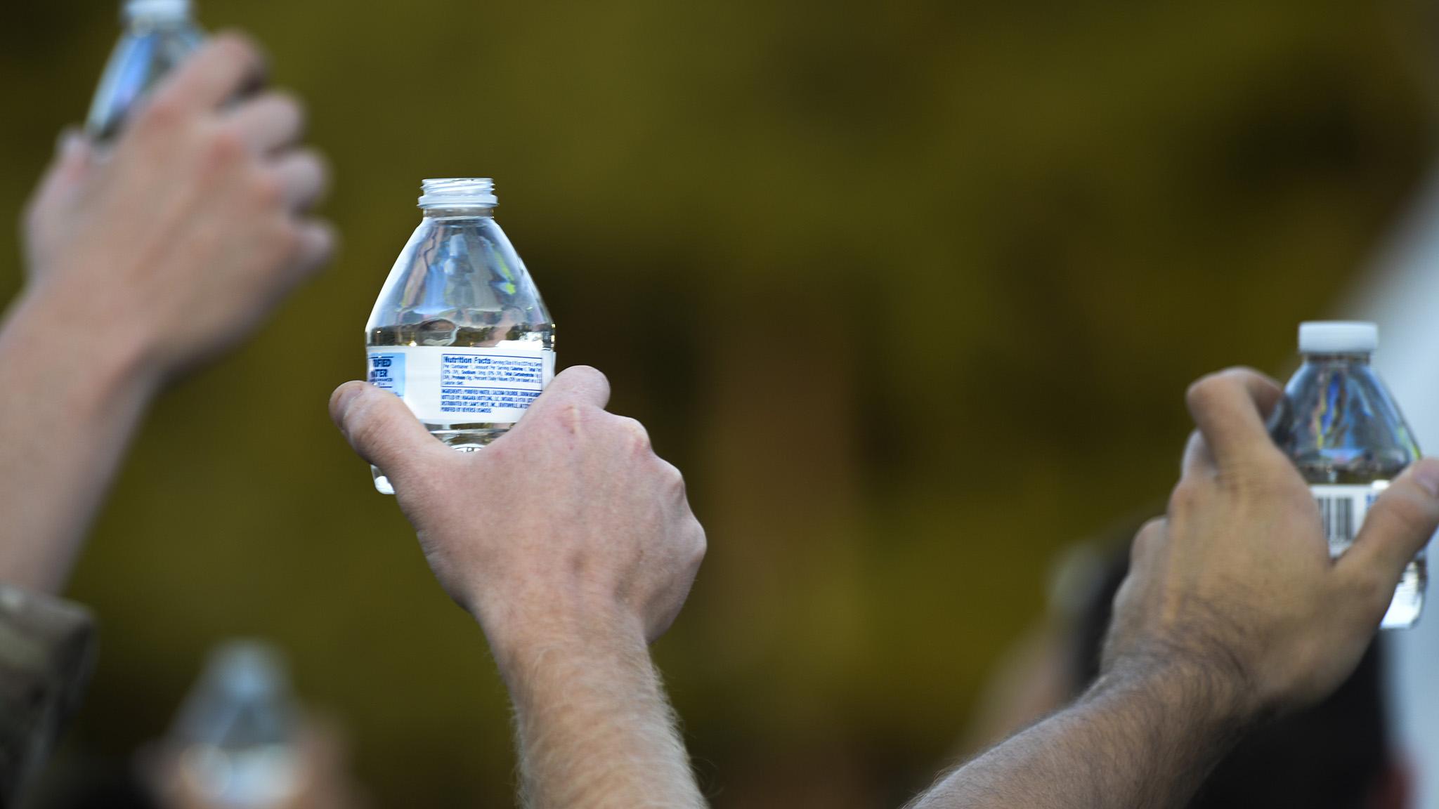 water-bottles_2048x1152