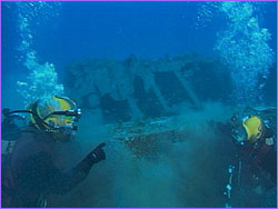 Divers with wreck