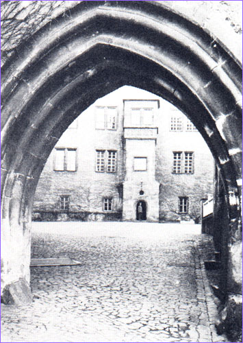 Gate to prisoners' yard
