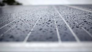 solar-panel-rain_2048x1152