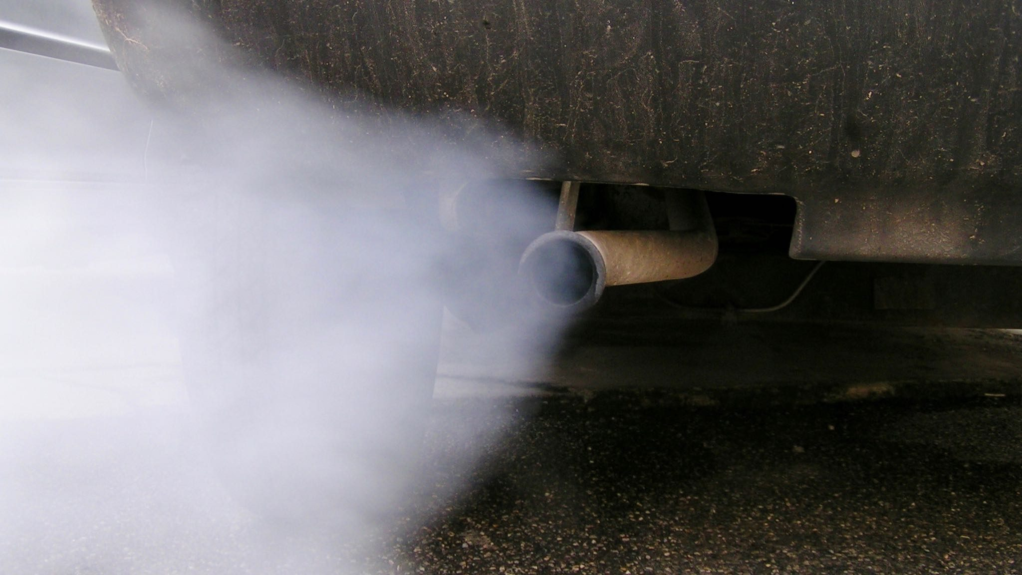 car exhaust cause air pollution Pollution from car exhaust: air pollution from cars tailpipe tally air pollution constricts healthy blood vessels lemon cars since the clean air act passed in the 1970s, the average car pollutes a lot less than before.