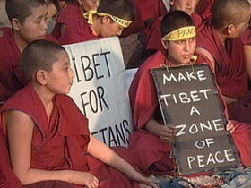 dalailama-post10-protesters