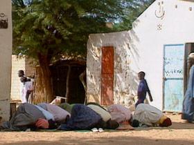 aids-senegal-post06-praying