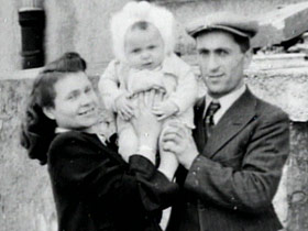 holocaustsurvivors-post03-familybw
