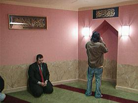 yahyahendi-ext-post07-praying
