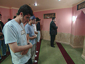 yahyahendi-ext-post09-praying2