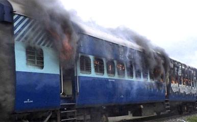 1651-india-train-240