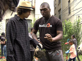 Eddie Bonner with another volunteer