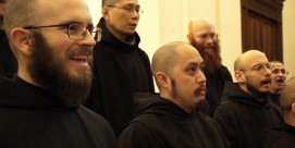 feat-singing-monks-norcia-800